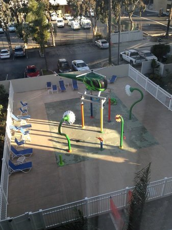 Holiday Inn Hotel & Suites Anaheim (1 BLK/Disneyland): View from our window of playground