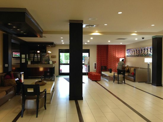 Holiday Inn Hotel & Suites Anaheim (1 BLK/Disneyland): Lobby