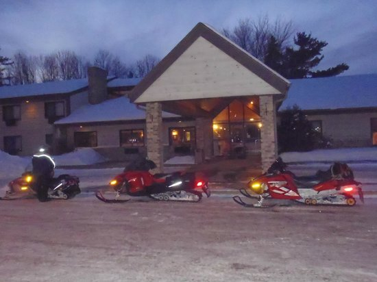 AmericInn Lodge & Suites Shawano: Snowmobile stop overnight