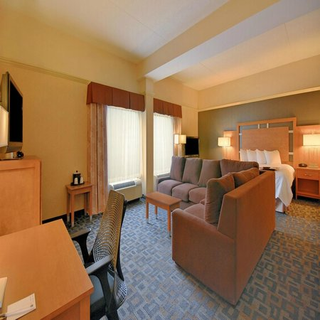 Hampton Inn Clinton : Parlor Suite Guest Room