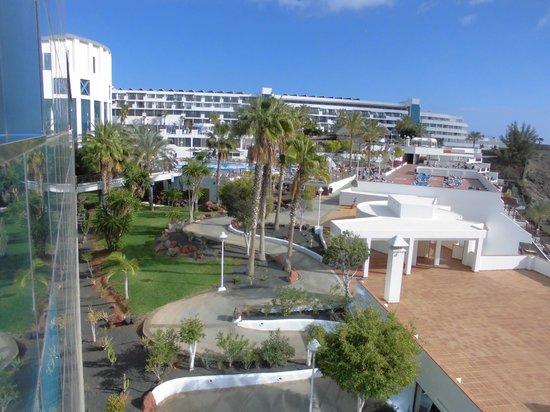 Sandos Papagayo Beach Resort: Vistas desde terraza chill out