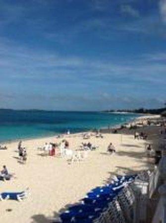 Hotel Riu Palace Paradise Island: Beach chairs always available