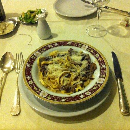 Tatini Restaurante: Fettuccine ao molho fungui Secci