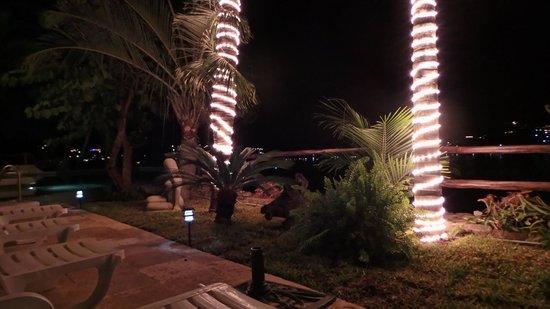 WorldMark Zihuatanejo: Le soir au jardin