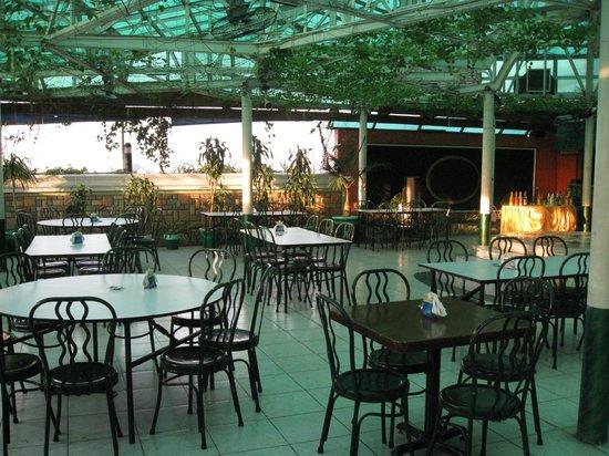 Shogun Suite Hotel : The 8th floor Pool Bar/Restaurant.