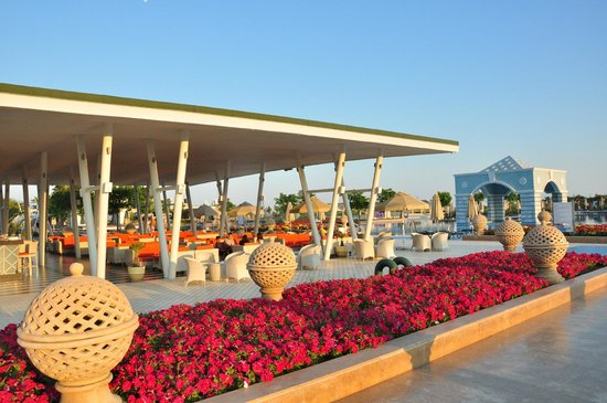 Hilton Dalaman Sarigerme Resort & Spa: Cafe next to pool