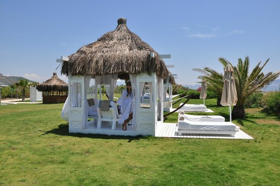 Hilton Dalaman Sarigerme Resort & Spa: gazebo service by the beach