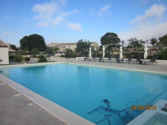 Artemisia Resort : La piscina