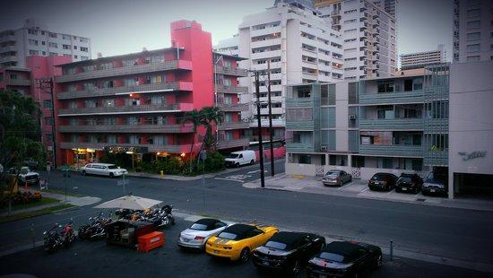 Waikiki Central Hotel: View from lanai!