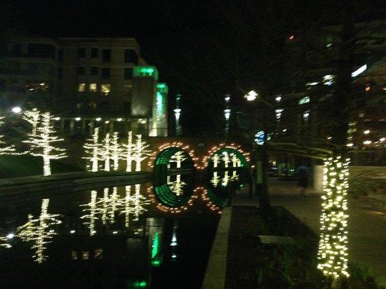 The Woodlands Waterway Marriott Hotel & Convention Center: Waterway - night