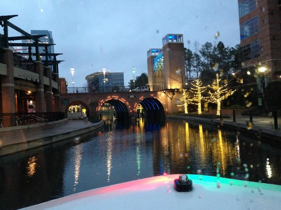 The Woodlands Waterway Marriott Hotel & Convention Center: Waterway - dusk