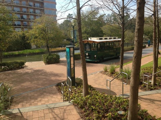 The Woodlands Waterway Marriott Hotel & Convention Center: Marriott trolley stop