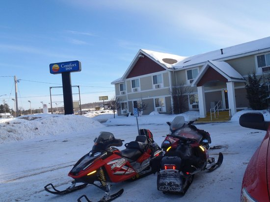 Comfort Inn: Off snowmobile trail