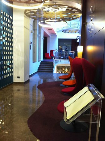 Hotel Parlament: Newly designed lobby