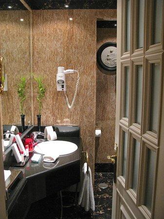 Gran Melia Fenix: Bathroom, premium room