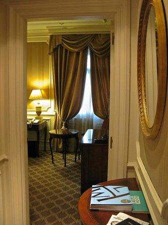 Gran Melia Fenix: Entrance, premium room