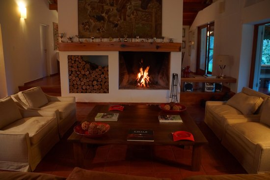 Casa Palmero Wine House: Living area in the evening
