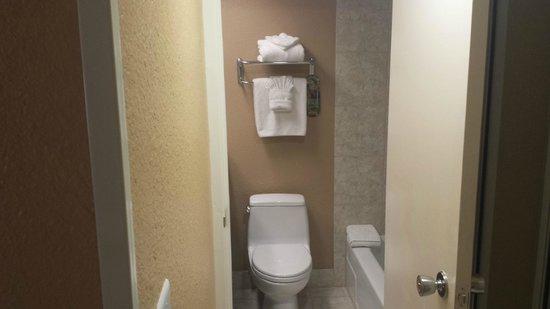 Best Western Plus Casino Royale: Salle de bain