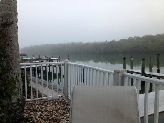 The Boat House Motel: Misty morning view of pier off patio of condo