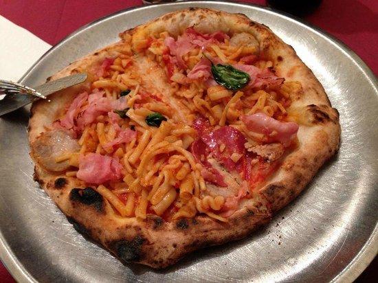 Pizzeria Acunzo: Pizza con pasta e fagioli