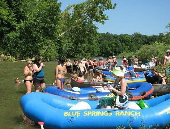 Blue Springs Ranch Campground & Canoe Rental: Floating!