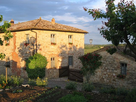 Borgo Argenina: Beautiful buildings and grounds