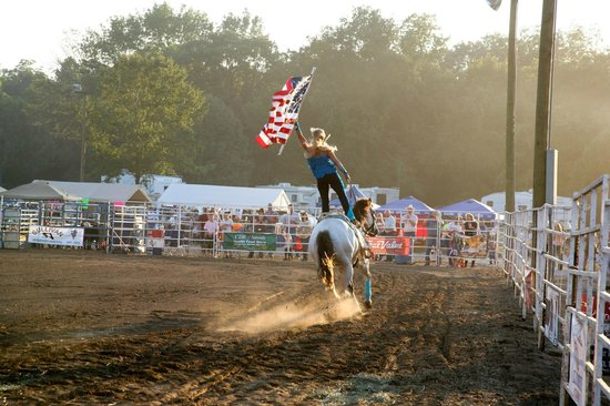 Blue Springs Ranch Campground & Canoe Rental: Rodeo!