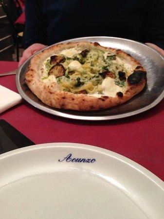 Pizzeria Acunzo: Pizza con pasta e zucchine