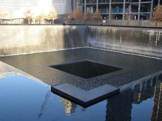 National September 11 Memorial und Museum: WTC Memorial pool