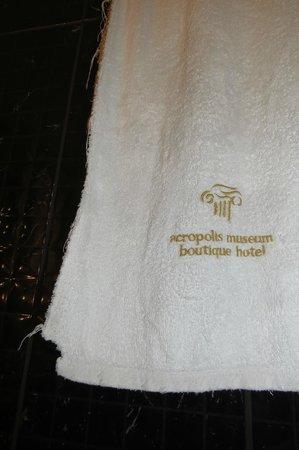 Acropolis Museum Boutique Hotel: Todas as reposições foram com toalhas esfarrapadas