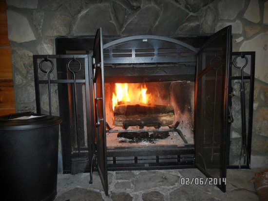 Mountainaire Inn and Log Cabins : the hearth and fire in Cabin # 5