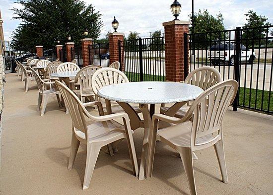 Comfort Suites Frisco: Outdoor patio