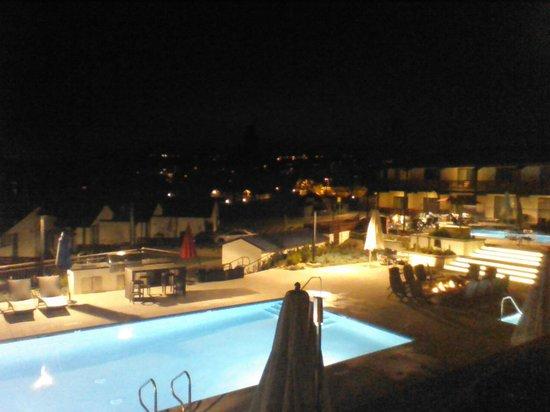 Piscine chauff e quipement pour grill et barbecue picture of lakehouse hotel resort san - Quails inn restaurant san marcos ...