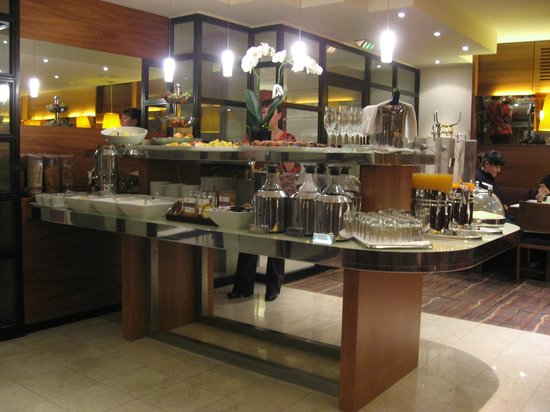 K+K Palais Hotel: Excellent breakfast buffet