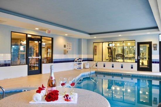 Comfort Suites Beaufort: Indoor Pool Area