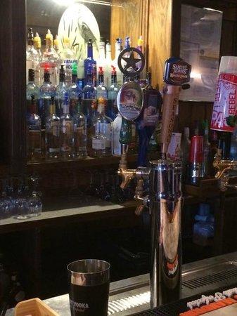 Dockside Restaurant and Tiki Bar: Nice bar!