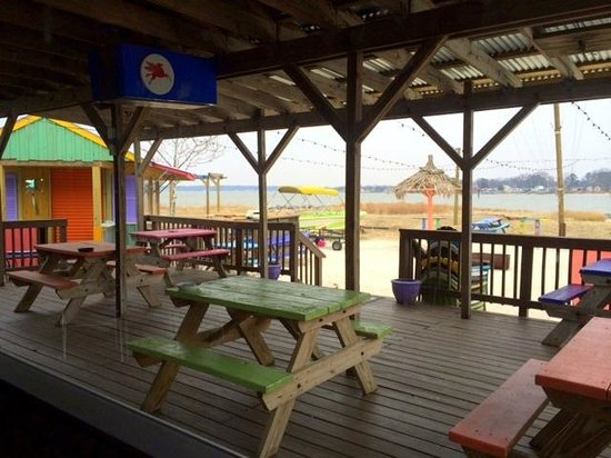 Dockside Restaurant and Tiki Bar: this patio is awesome! I'd like to be there in summer