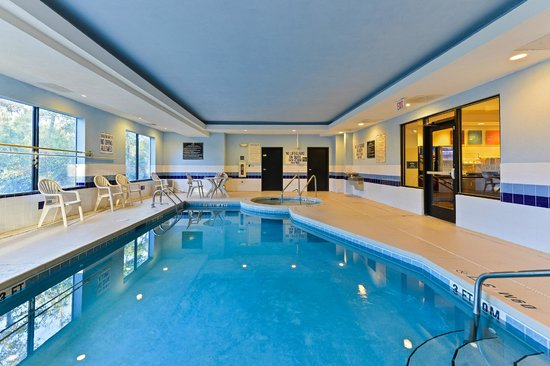 Comfort Suites Beaufort: Indoor Swimming Pool