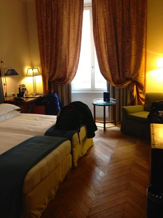 Rose Garden Palace: Standard Room with two twin beds