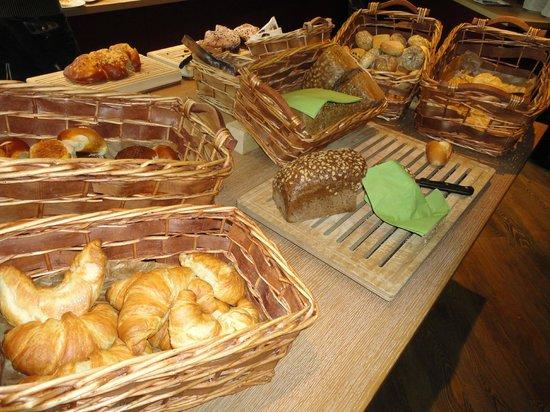 pentahotel Vienna: Brot beim Frühstücksbuffet