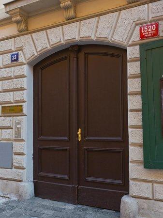 Lovely Prague Apartments: Gate