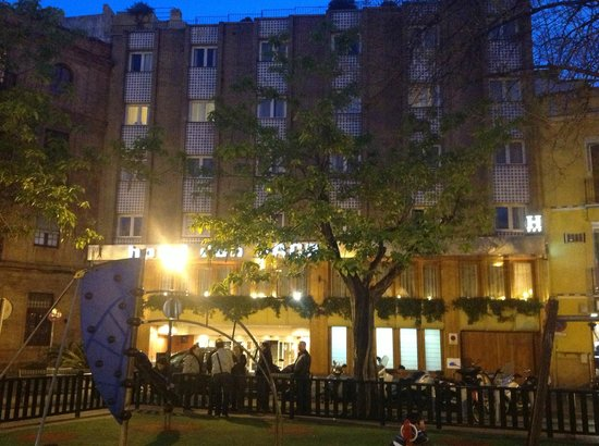 Hotel Don Paco: Hotel front at night