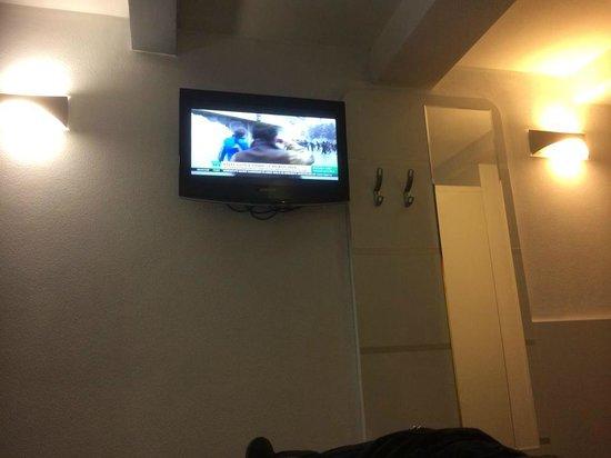 Hotel CC: tv