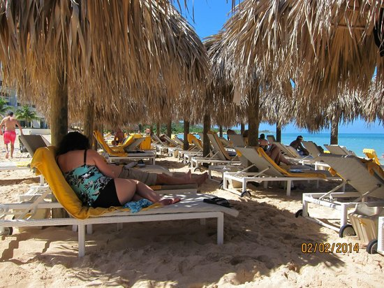 Iberostar Grand Hotel Rose Hall: beach loungers
