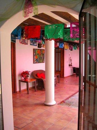 Casa de los Milagros B&B : Courtyard
