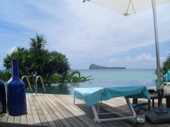 Paradise Cove Boutique Hotel: vue de l'une des 2 piscines à débordement