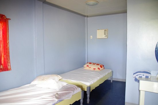 Olango Bonita Inn : One of the smaller rooms