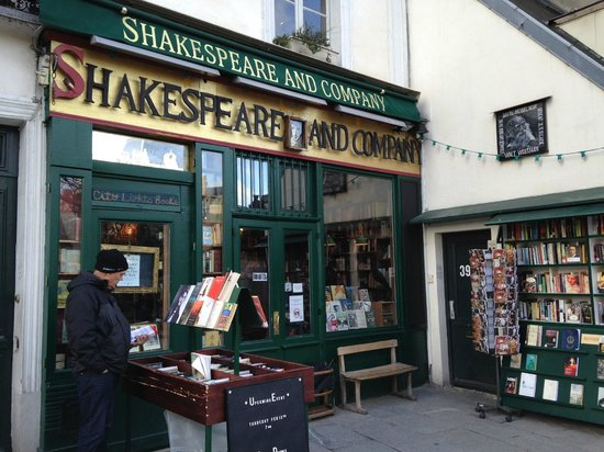 Librairie Shakespeare and Company : A Treasure Trove Awaits