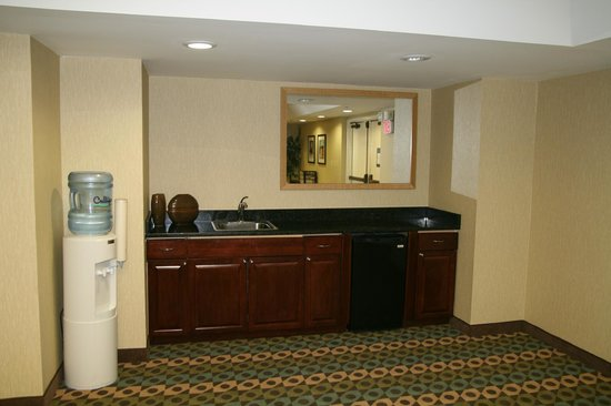 Hampton Inn Gainesville : Meeting Room Wet Bar