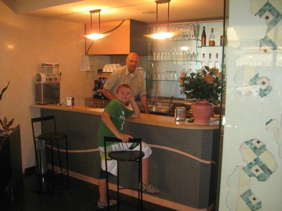Hotel Alba: Mio figlio e Giancarlo